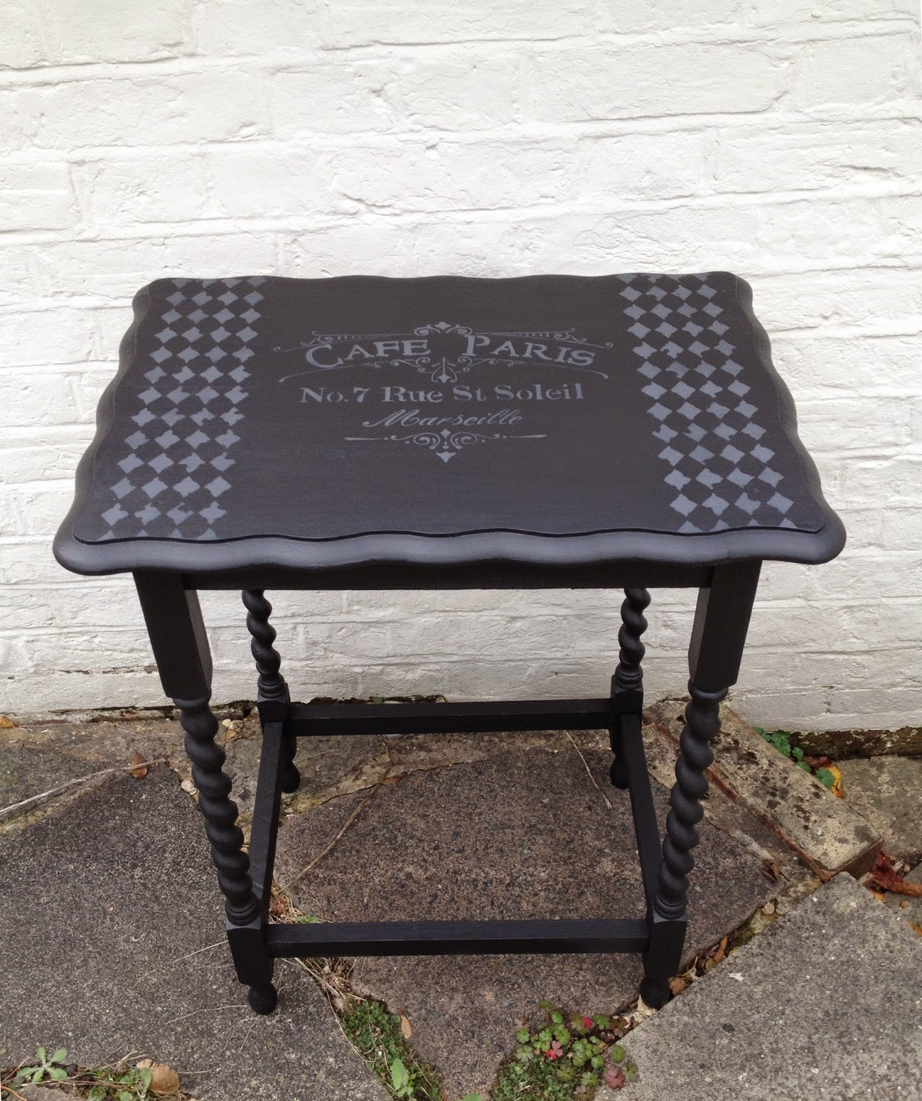 http://spesh-chic.blogspot.co.uk/2014/10/le-table-noir.html