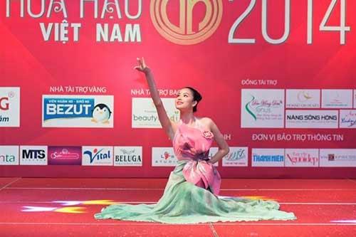 Thí sinh Hoa hậu sơ tuyển 'Người đẹp tài năng'