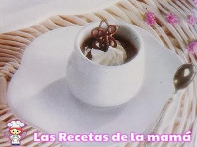 Cuencos de crema de chocolate