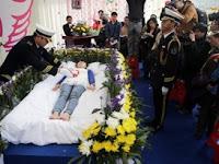 Ingin Tahu Rasanya Mati, Gadis Ini Gelar Upacara Kematian Sendiri