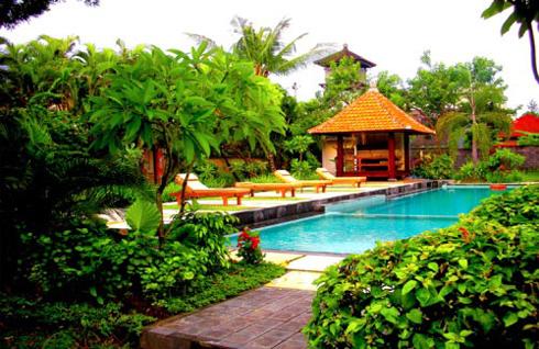 Kusuma Resort Seminyak Pool And Garden