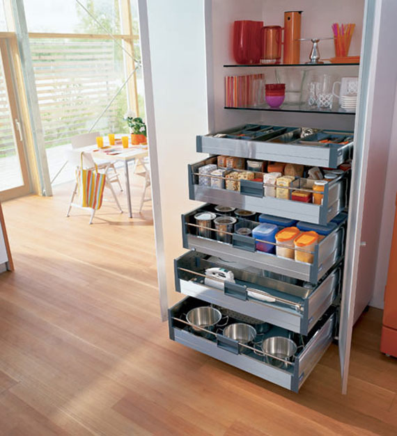 Creative ideas to organize pots and pans storage on your for Ideas organizing kitchen cabinets