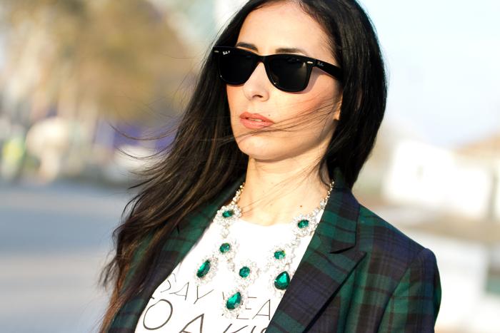 Blogger moda valenciana con blazer y camiseta