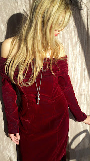 Velvet Kleid ist ideal für warme Winter