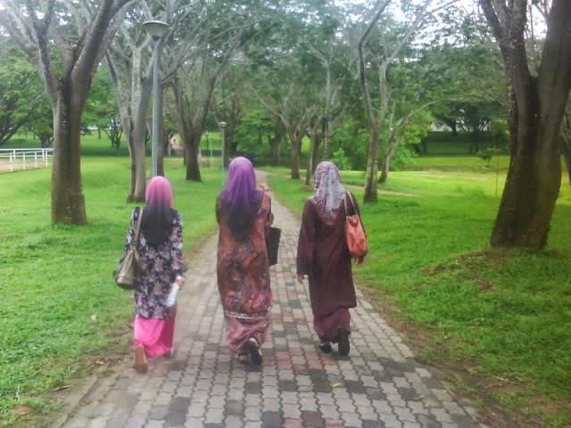 Rahsia Mengenal Wanita Dari Cara Berjalan