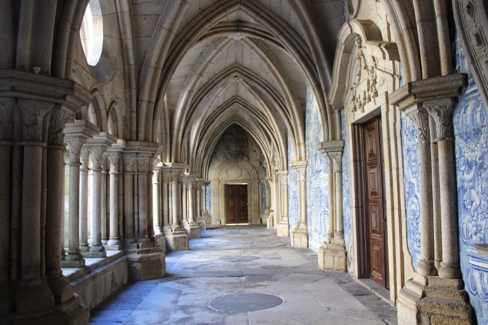 Gothic Arches Have Points In The Centre Versus Roman Style Which Were Rounded Arc Came Later And Permits Higher Ceilings Without So Much
