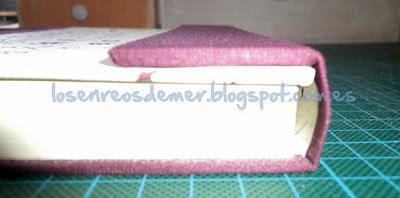 Detalle de la unión de la solapa y la tapa del cuaderno