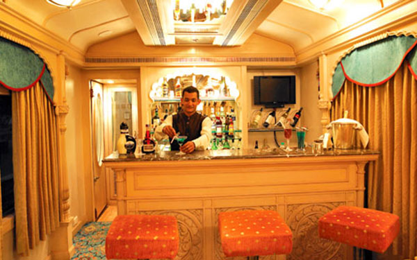 Lounge Bar,Golden chariot
