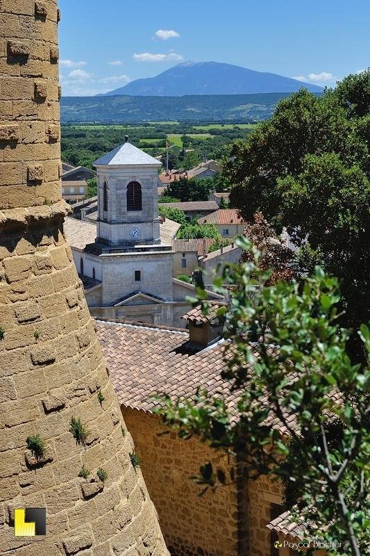 le mont venteux, le clocher de suze la rousse vu du château photo blachier pascal