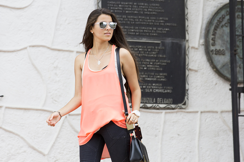 Maria Copello fashion blogger is wearing a neon top from zara jeans from free people and keds sneakers on her trip to panama.