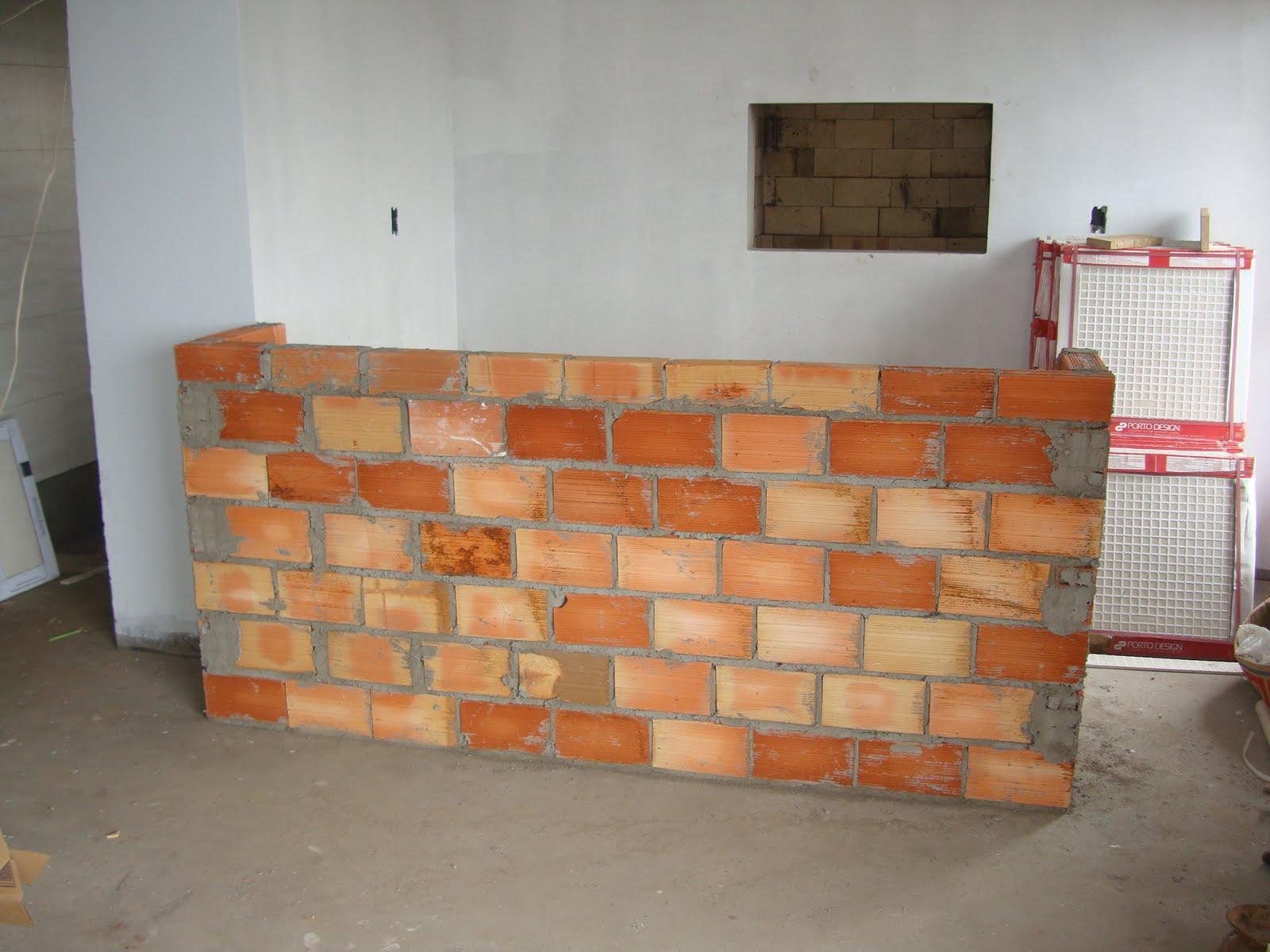 Construção da bancada da churrasqueira  #995A32 1600x1200 Bancada Banheiro Rj