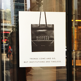 Barneys New York Chicago closes.