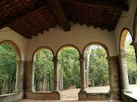 Des de l'interior de l'atri de l'ermita de Sant Ponç