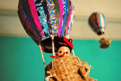 http://canelaynaranja.blogspot.com.es/2013/10/el-globo-de-lola-la-exploradora.html
