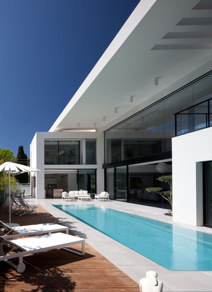 swimming pool in modern bauhaus mansion by pitsou kedem architects. beautiful ideas. Home Design Ideas