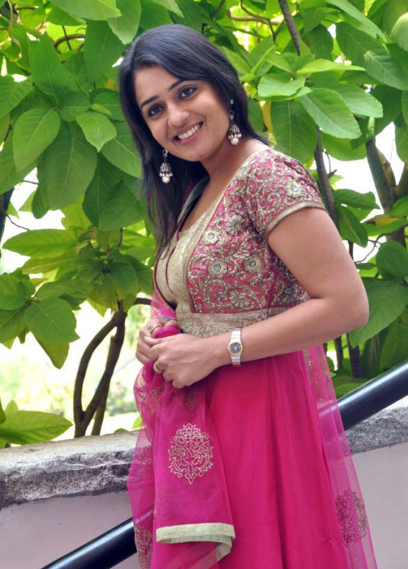 Nikitha Thukral Hot Wallpapers
