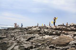 平滑的Gureombi生命之岩與遍佈濟州島各處銳利的火山岩不同