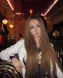 ... wanita wanita cantik mirip barbie yang dilansir b2w berikut agan
