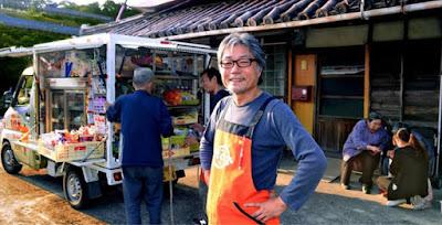 Supermercado móvel ajuda idosos no Japão