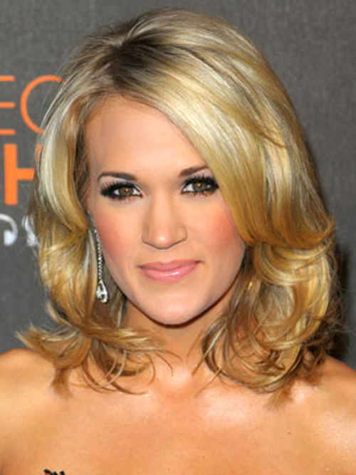 Carrie Underwood's lustrously layered bob looks gorgeous with her lacy gown.