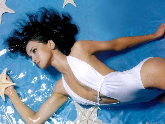 Natalia Oreiro sexy in bikini