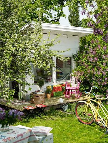 Crush of the month dreamy garden sheds aka backyard for Shabby chic yard