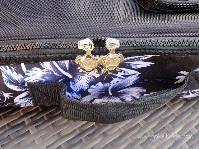 Mahalo U320B Baritone ukulele zips