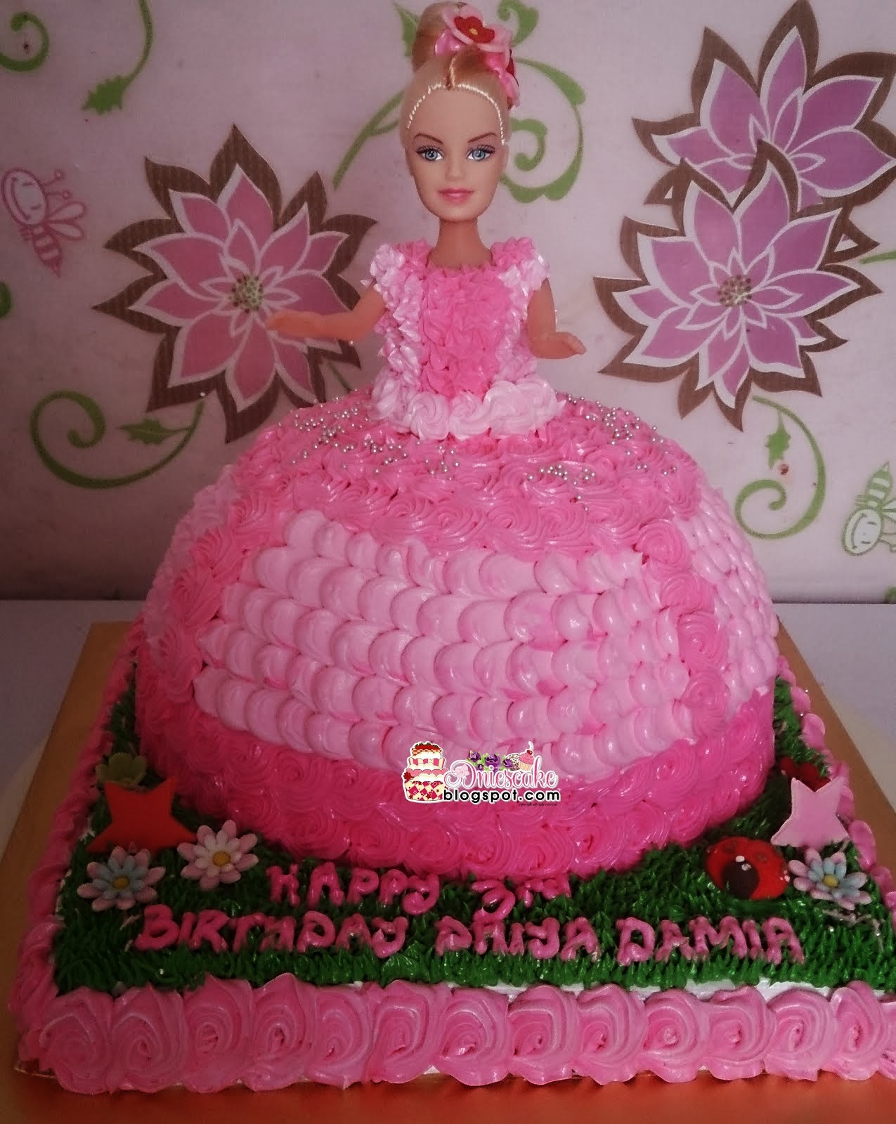 Barbies Cake