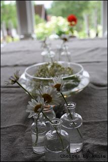 Prästkragar, dukning, blommor, levande ljus