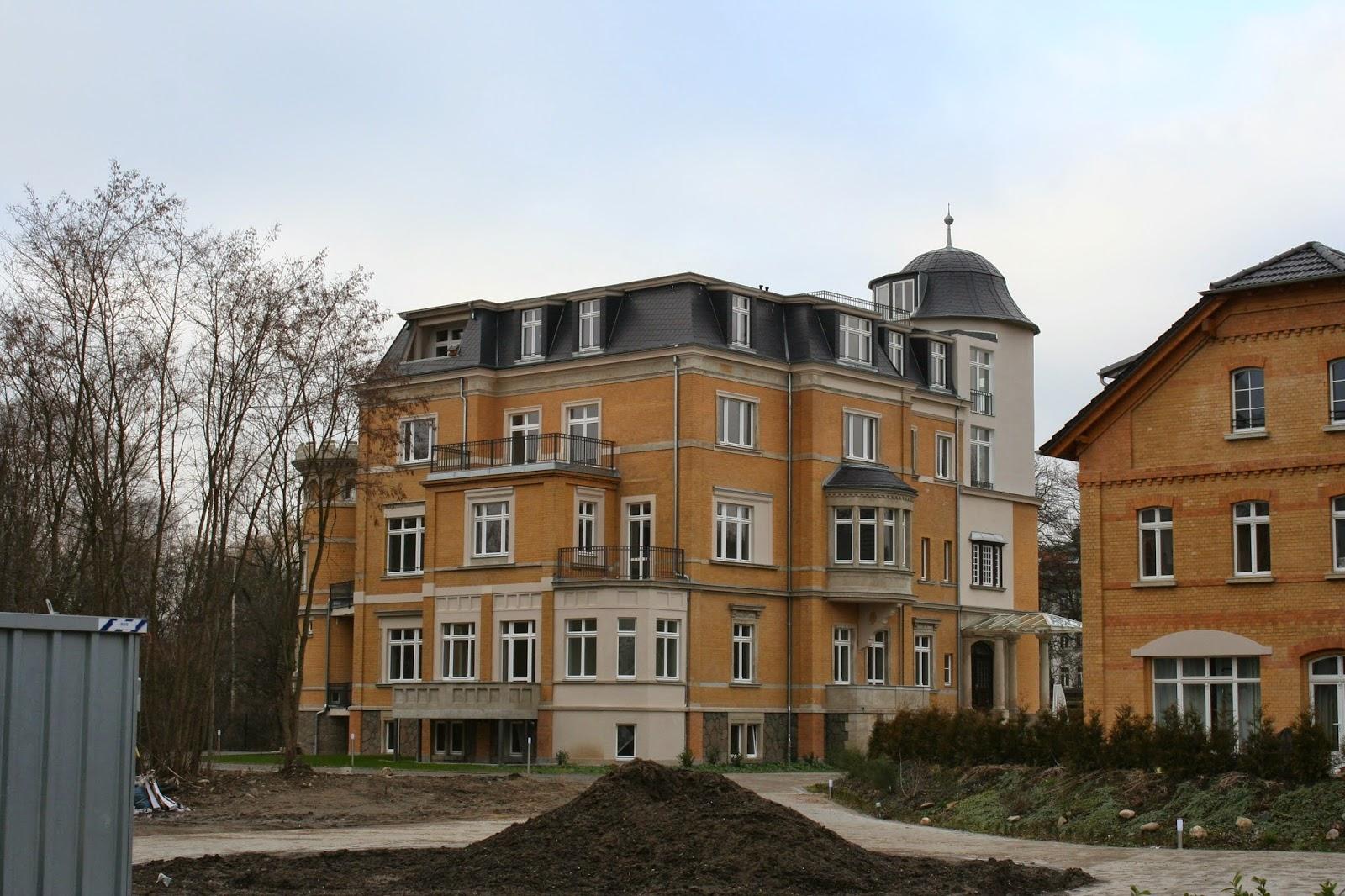 Die Villa des Maschinenfabrikanten Karl Krause auf dessen einstigen Fabrikgelände wurde 1906 erbaut - rechts daneben das Remise - jetzt nicht sichtbar weiter rechts der Lilo-Herrmann-Park (damals Privatpark der Familie)