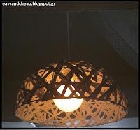 Πώς μπορούμε να φτιάξουμε ένα φωτιστικό οροφής με ένα ψάθινο στρογγυλό καλάθι;