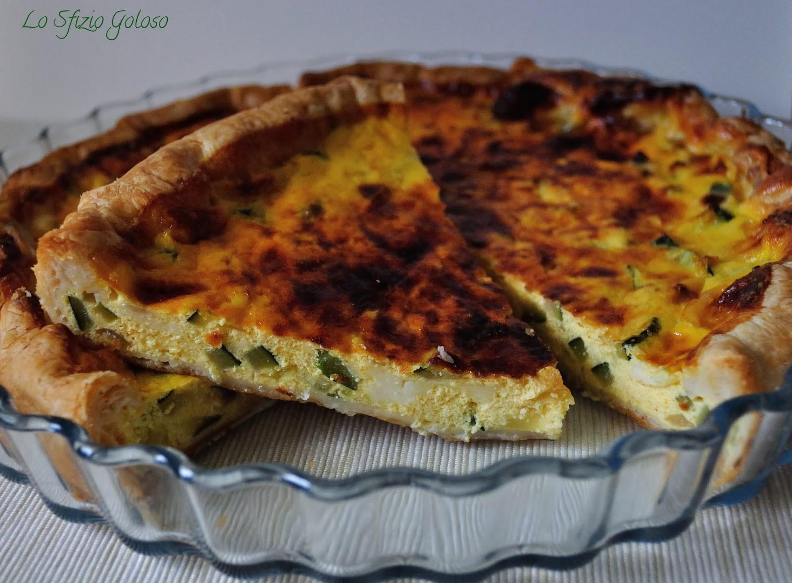 torta salata con zucchine, formaggi e curry