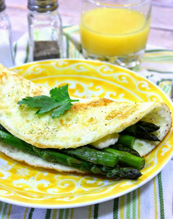 250 Calorie Egg White Omelet with Asparagus and Cheddar - Kudos Kitchen by Renee