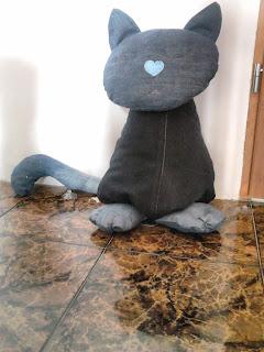 jeans recycling kot podłogowy ze starych spodni dźinsowych