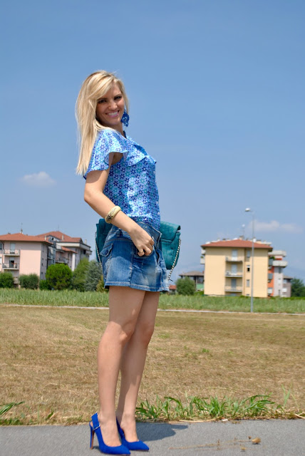 outfit azzurro come abbinare l'azzurro abbinamenti azzurro camicia azzurra outfit camicia azzurra camicia a mezza manica how to wear light blue how to combine blue mariafelicia magno fashion blogger colorblock by felym blog di moda blogger italiane di moda ragazze bionde capelli biondi blondie blonde hair blonde girls