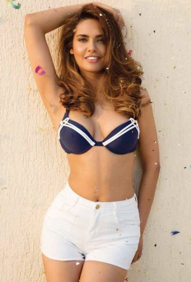 esha gupta hot photo in bra