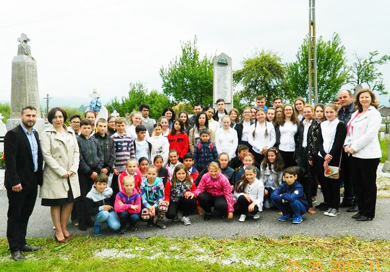 Profesori si elevi cinstesc Ziua Eroilor - Ispas 2017