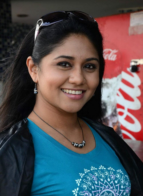 punnagai poo gheetha in jeans - first female producer of films, rj from malaysia photo gallery