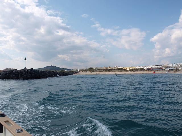 ballade en bateau autour du Fort bresou au Cap d'agde en languedoc roussillon