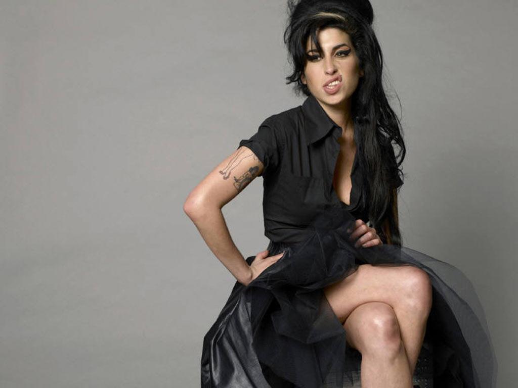http://4.bp.blogspot.com/-5h4SmtesR30/TlexS5ERmQI/AAAAAAAAAng/m-O4xaoMbYM/s1600/Amy+Winehouse+3.jpg