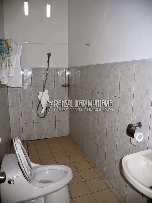 the kelapa suite AC toilet