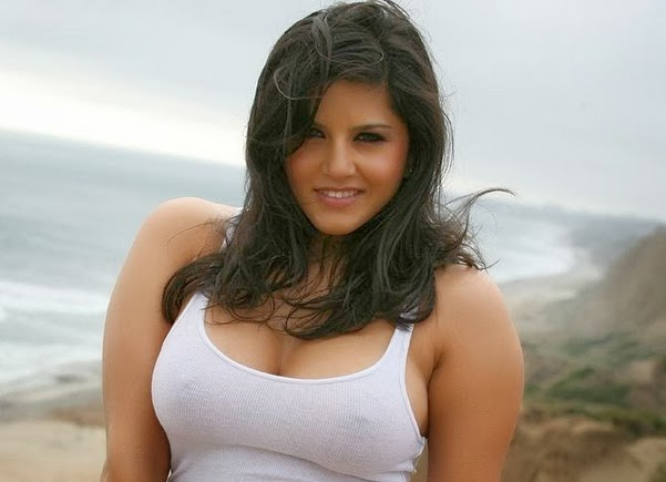 Hot Sunny Leone Sensational Wallpaper