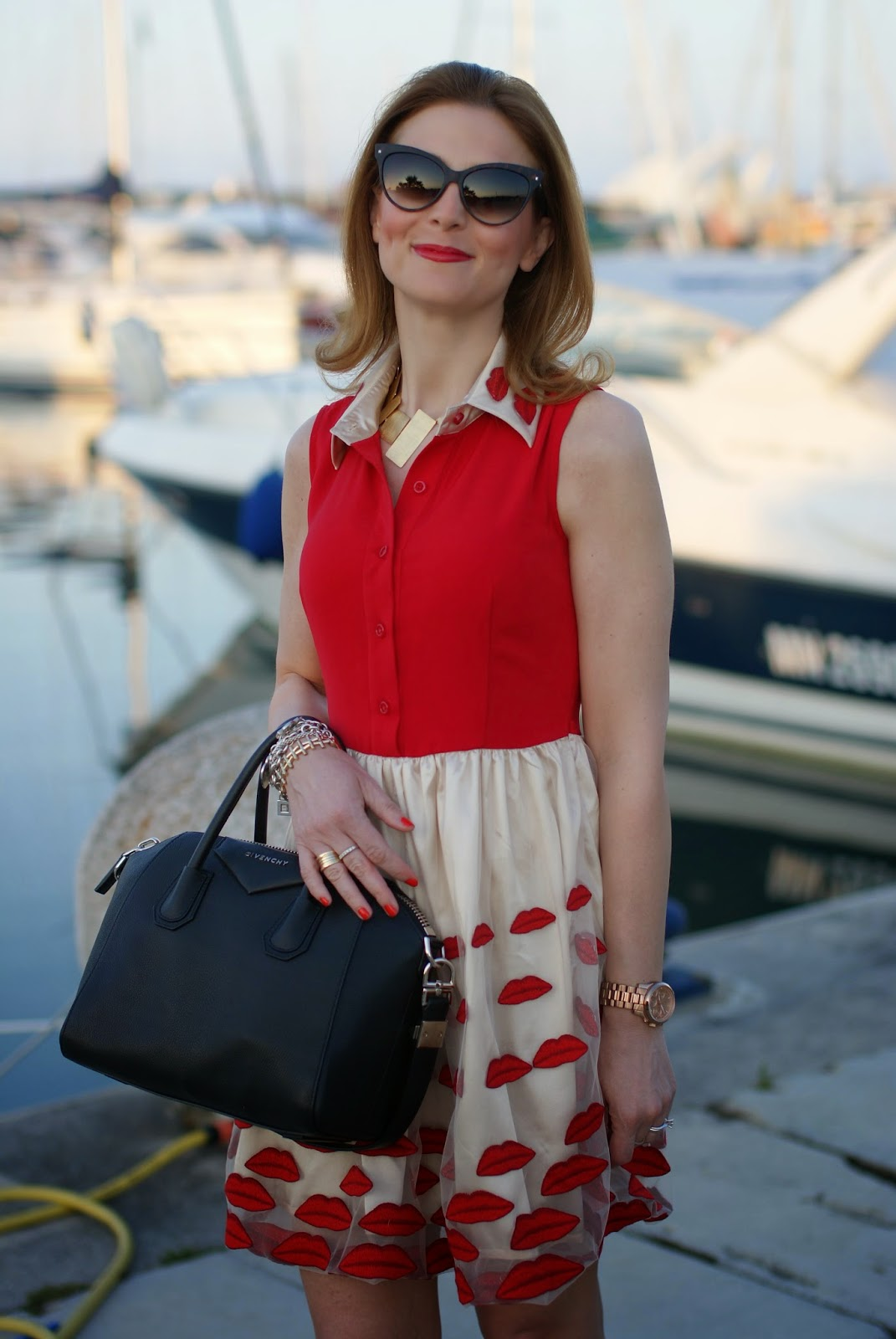 Vitti Ferria Contin necklace, NAU! sunglasses, red lips dress, Givenchy Antigona bag, Fashion and Cookies, fashion blogger