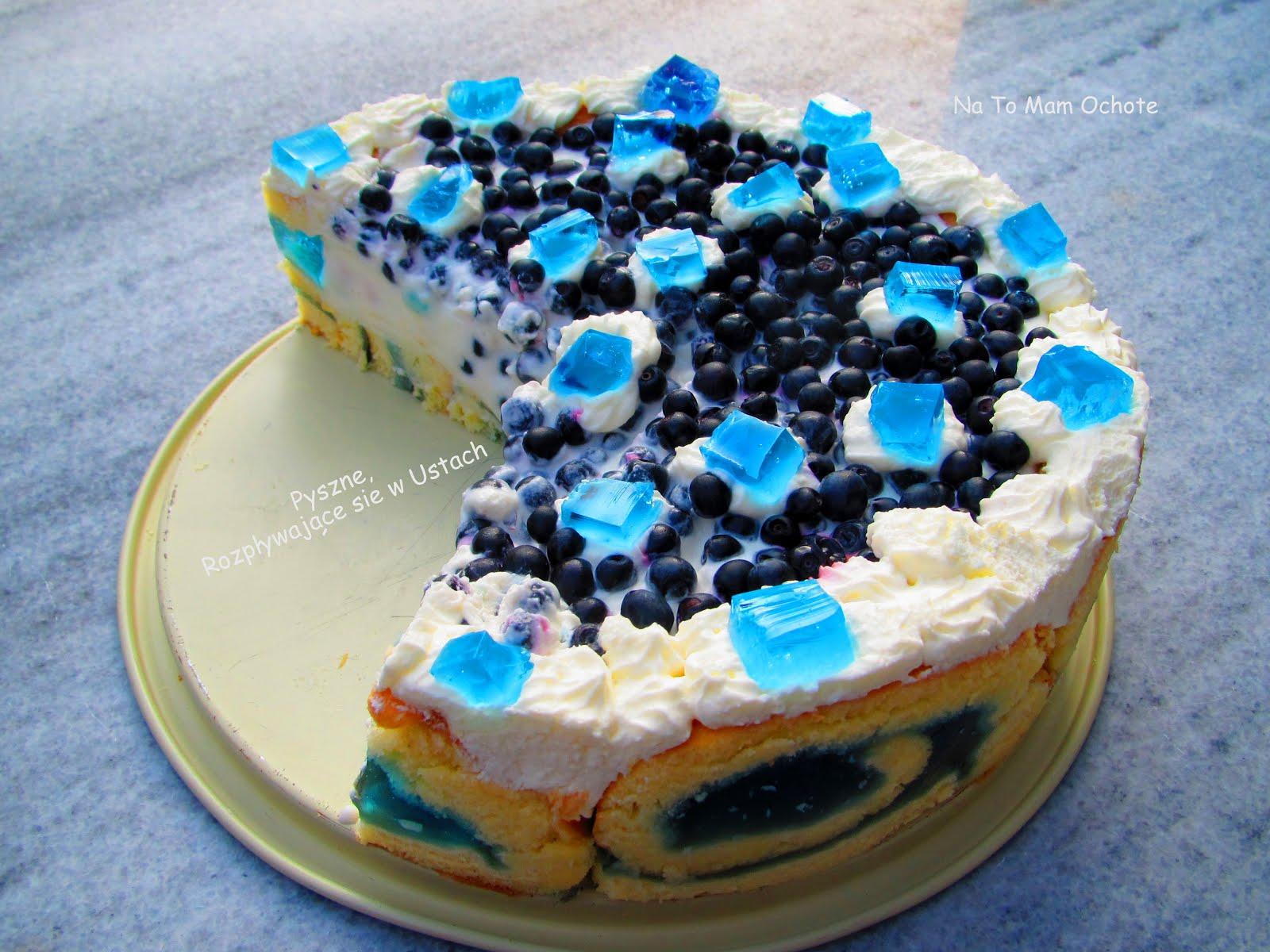 Niebieskie Ciasto na Roladzie z Jagodami i Jogurtowym Kremem