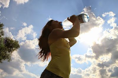 Manfaat Luar Biasa Minum Air Putih Saat Pagi Hari