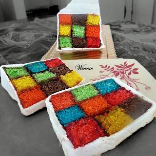 "alt=""rubic's cube cake"""