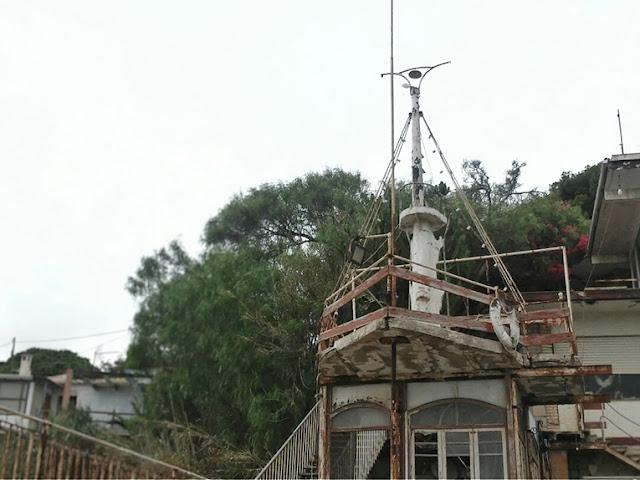 Exoesqueletos, barco en ruinas
