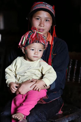 Chân dung mẹ con người dân tộc Dao Đỏ