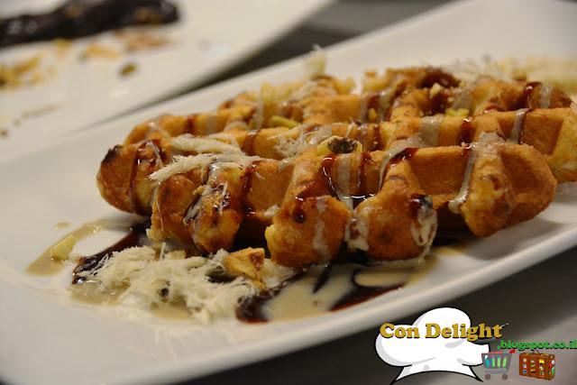 ופל בלגי עם טחינה וסילאן Belgian waffle with tahini and silan