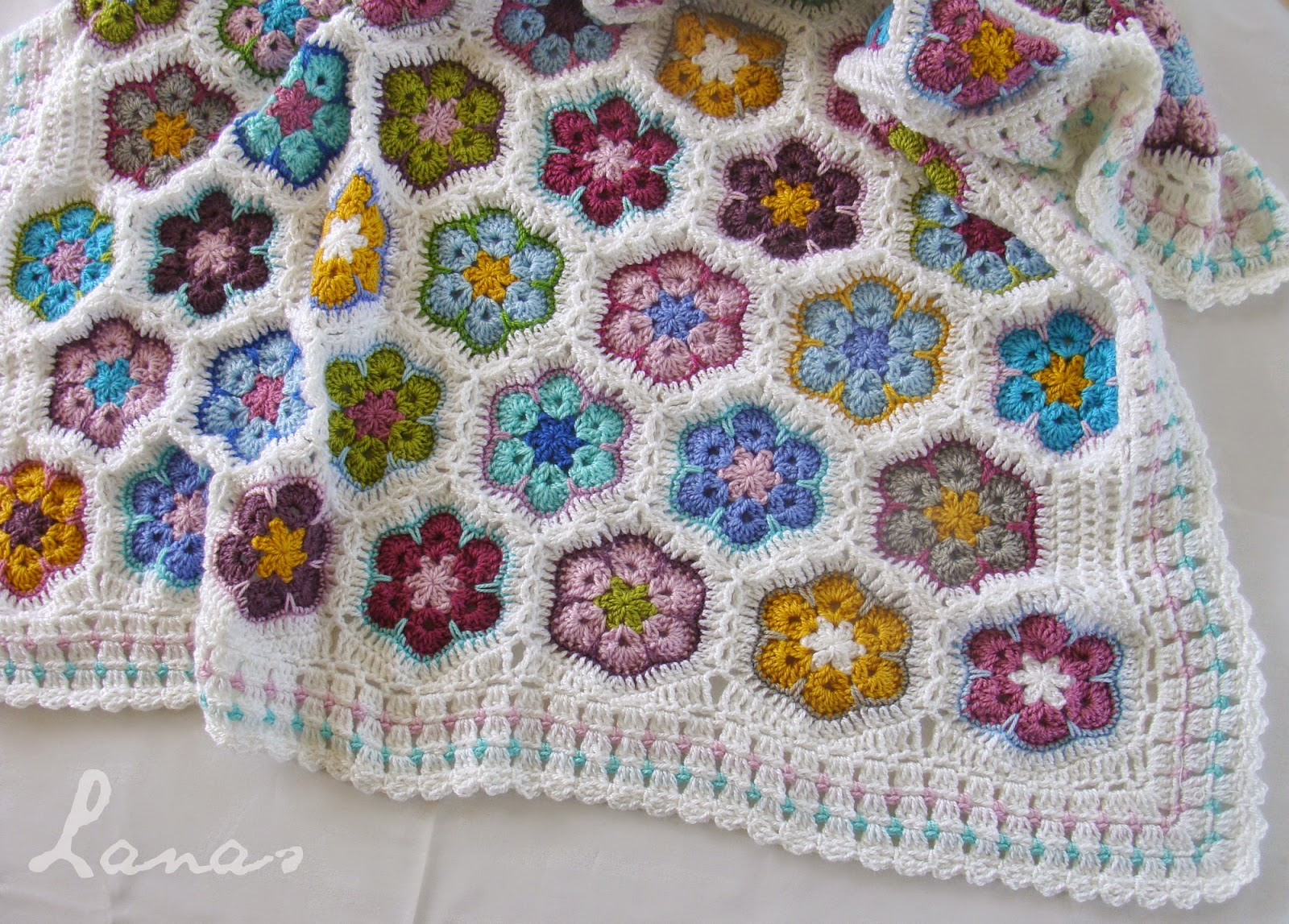 African Flower Crochet Pattern Half : Lanas de Ana: Blanket: African Flowers